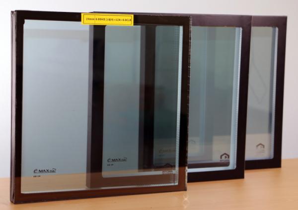 ▲KCC글라스가 출시한 'E-GLASS HD 그레이' 제품 샘플. (사진제공=KCC글라스)