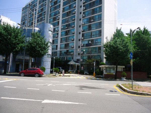 ▲서울 성북구 석관동 110-2 중앙하이츠 아파트 1동 모습. (사진 제공=지지옥션)