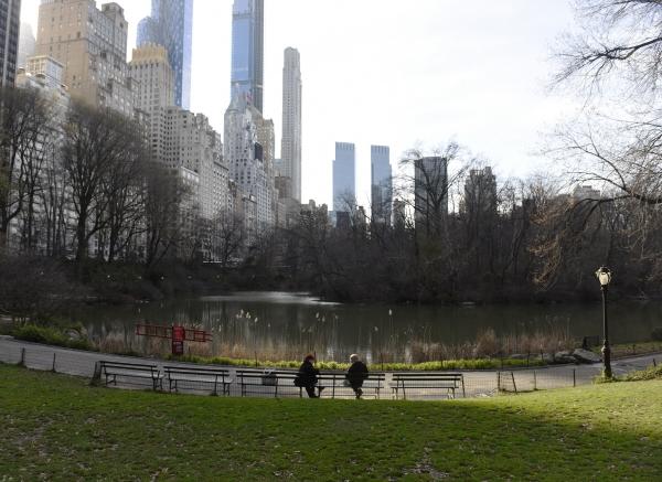 ▲평소 주민들과 관광객들로 붐볐던 미국 뉴욕 센트럴파크가 코로나19로 인한 이동제한령으로 썰렁하다. 뉴욕/AP연합뉴스