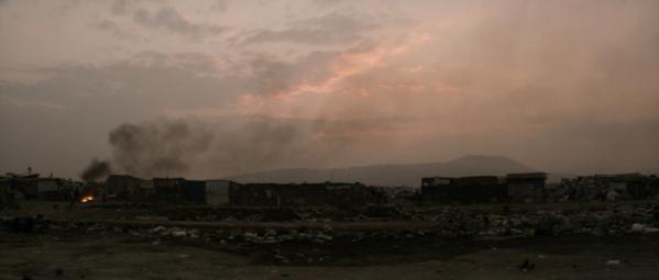 ▲2154년 황폐해진 지구의 모습을 적나라하게 그려낸 'Elysium'의 영화 한 장면. 인간다운 삶이라고는 눈꼽 만큼도 없이 소요에 대한 통제와 학살만이 남은 미래의 모습을 파헤쳤다(사진 Photo IMDB)