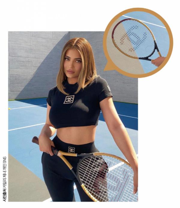 ▲최연소 자수성가 억만장자인 카일리 제너의 핑크브라운 테니스 라켓은 '샤넬' 제품으로 현재 188만9000원에 판매되고 있다.(카일리 제너 개인 SNS)