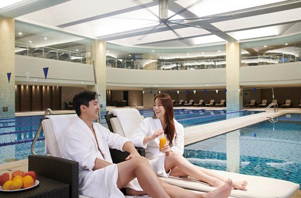 ▲마르퀴스 피트니스 클럽 실내 수영장(JW 메리어트 호텔 서울)