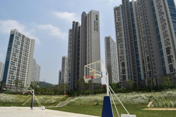 ▲향동천 체육공원에서는 축구, 농구를 비롯한 다양한 스포츠를 즐길 수 있다.