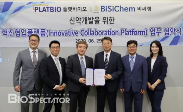 ▲플랫바이오가 표적 및 면역 항암제 개발 전문 기업인 비씨켐과 혁신적 협업 플랫폼 기반 신약 개발 공동 연구 협약을 맺었다