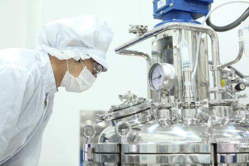 ▲GC녹십자 오창공장에서 혈장 분획 공정 작업이 진행되고 있다. GC녹십자 제공.