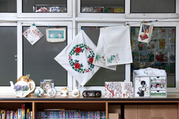 ▲동아리 선생님들과 함께 만든 넵킨아트 작품들.(오병돈 프리랜서 obdlife@gmail.com)