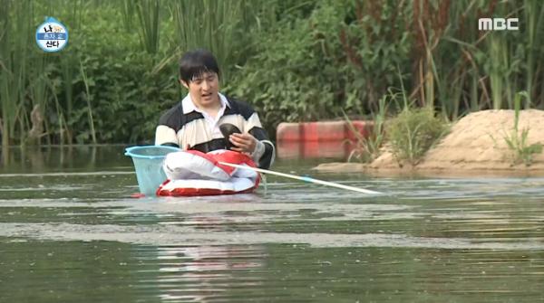 ▲말조개를 잡은 '나혼자산다' 기안84(사진=MBC '나 혼자 산다' 방송화면 캡처)