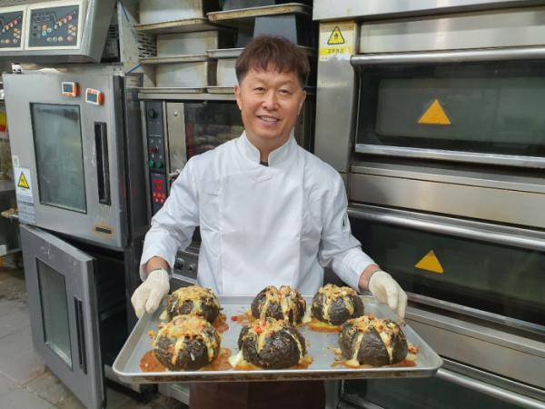 ▲방배동 크림치즈바게트 빵 달인(사진제공=SBS)