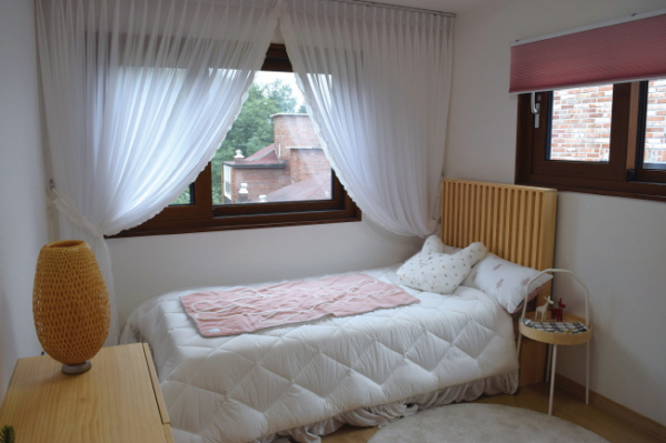 ▲침실은 바깥 풍광이 그대로 시야에 들어오게 설계됐다.