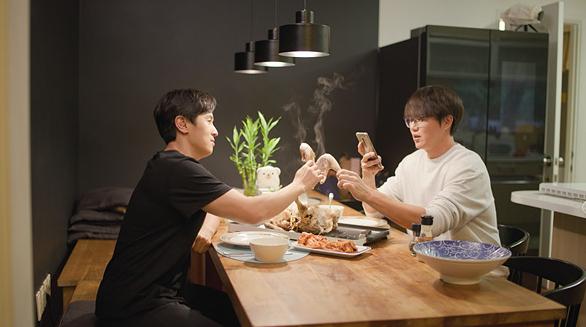 ▲'온앤오프' 김동완X성시경(사진제공=tvN)