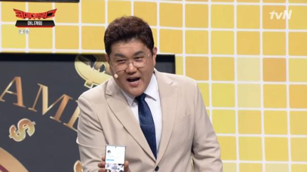 ▲구혜리 인스타그램에 접속한 박영재(사진=tvN '코미디빅리그' 방송화면 캡처)