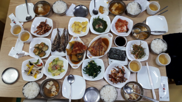 ▲법성포 할머니의 아침 밥상(사진 정원일 시니어기자)