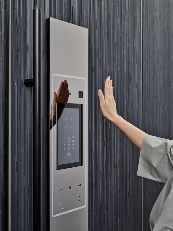 ▲손대지 않고 문을 열 수 있는 스마트 현관(한샘)