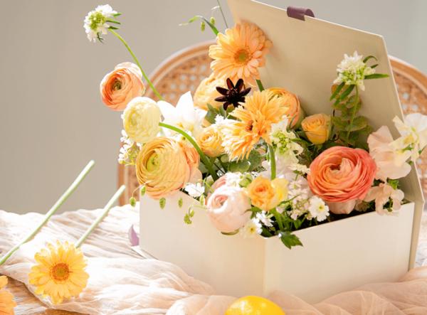 ▲꽃 정기구독 서비스 '꾸까'. 2주마다 다양한 종류의 꽃을 집 앞으로 배송해준다.(꾸까 제공)