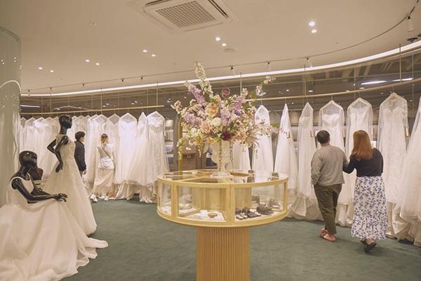 ▲드레스룸. 웨딩북 청담을 방문하는 예비 신혼부부 사이 가장 인기를 끄는 공간이다.(웨딩북 제공)