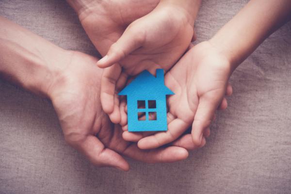▲자녀 주택 마련 시 증여세 규정을 꼼꼼히 살펴야 한다(셔터스톡)