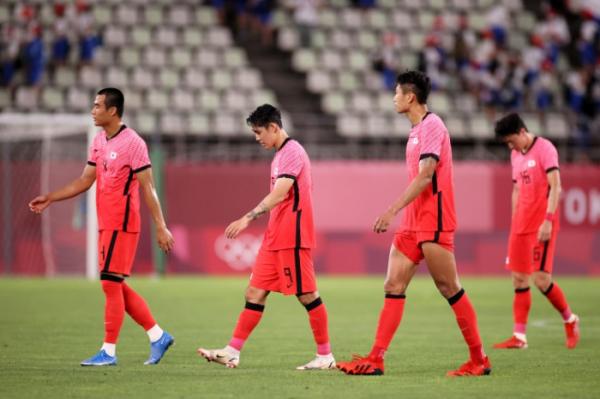 ▲뉴질랜드전에서 패배한 선수들이 쓸쓸히 그라운드를 빠져나가고 있다.(대한축구협회)