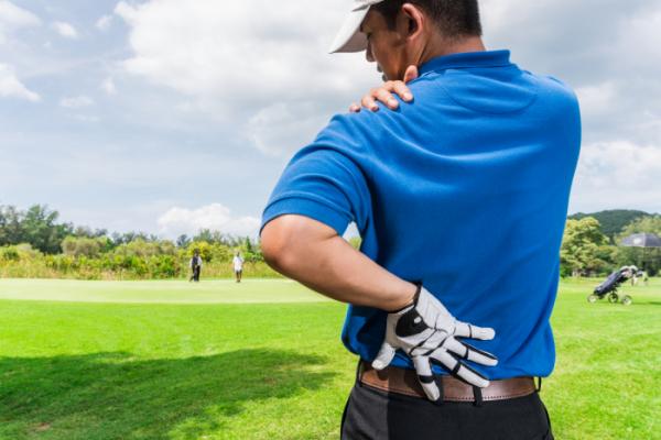 ▲높아지는 골프의 인기만큼 관절이나 근육 부상에 주의해야한다.