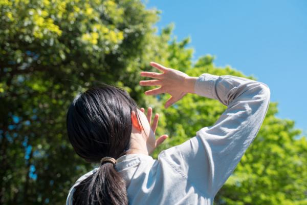 ▲여름철 강한 자외선이 백내장의 발병 원인이 될 수 있다.