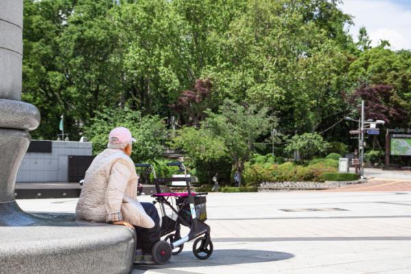 ▲혼자 사는 노인이 빠른 속도로 늘고 있다.