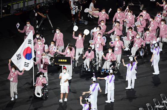 ▲2020 도쿄 패럴림픽 개회식에서 대한민국 선수단이 입장하고 있다. (패럴림픽사진공동취재단)