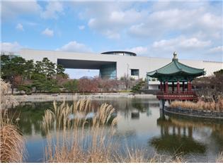 ▲국립중앙박물관 정원의 청자정.(서울관광재단)