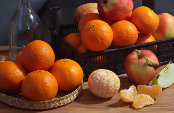 ▲한국농촌경제연구원이 발표한 '2020 식품소비행태조사 기초분석보고서'에 따르면 청소년과 20대는 사과와 오렌지에 대한 선호도가 가장 높은 것으로 나타났다.