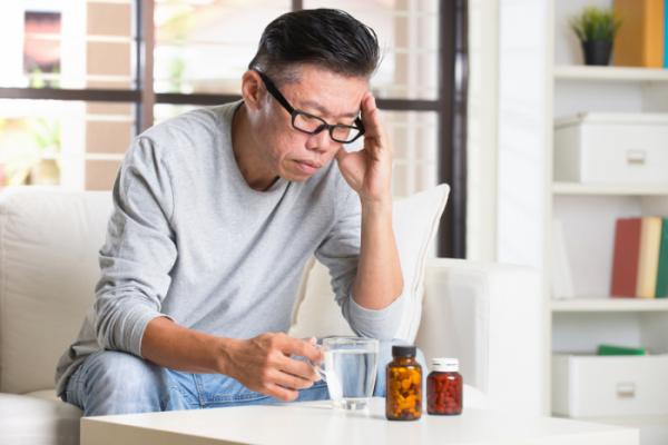 ▲퇴직 후 건강보험 자격이 직장가입자에서 지역가입자로 전환되면 시니어의 보험료 부담이 커진다.