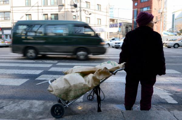 ▲한국 노인빈곤율은 경제협력개발기구(OECD) 국가 중 가장 높다.(이투데이)