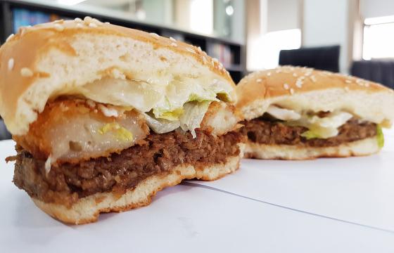 [e기자가 해봤다] '고기 1도 없는 버거' 기자 5명의 미라클버거 체험기