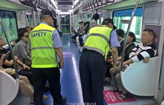 [르포] '불량 승객'과의 전쟁…기자가 '전철 질서지킴이' 동행해 보니