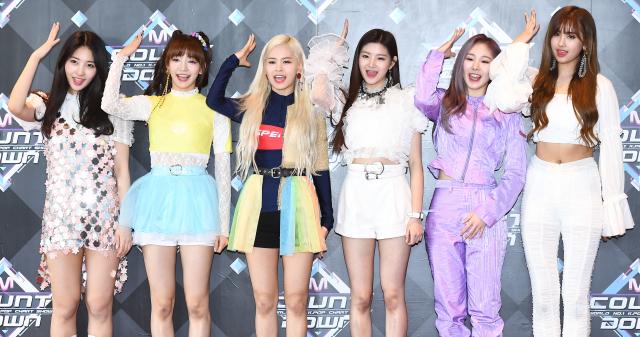 '글로벌 K-POP 루키' 에버글로우, 데뷔 첫 월드...