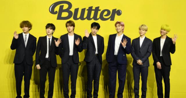 [비즈 스톡] '방탄소년단(BTS) 소속사' 하이브, 상장 이후 첫 주가 30만원 돌파