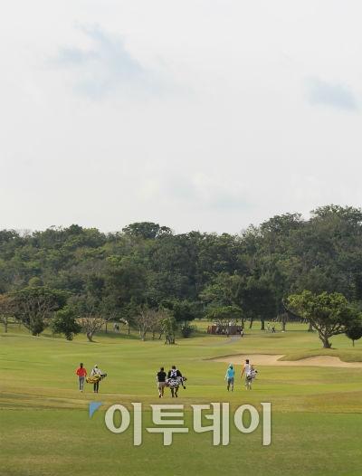 ▲올 시즌 일본프로골프(JLPGA) 투어 개막전 다이킨 오키드 레이디스가 열린 일본 오키나와 난조시의 류큐골프클럽 전경. 나하공항에서 자동차로 30분 거리로 관광객들에게 인기가 좋다. (오상민 기자 golf5@)