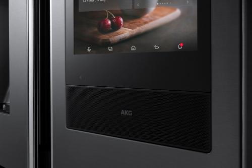 ▲2018년형 패밀리허브 냉장고 디스플레이 하단에 탑재된 AKG 프리미엄 스피커 세부 이미지.(사진제공=삼성전자)
