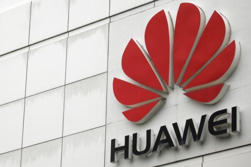 ▲중국 스마트폰 제조사 화웨이 로고. 2분기 출하량 기준 화웨이가 애플을 제치고 세계 2위 스마트폰 제조사에 올랐다. 로이터연합뉴스