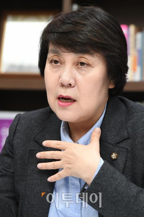 ▲정 의원은 23년간 한국여성의전화에서 근무하면서 여성 폭력을 가장 가까운 곳에서 마주했다. 오승현 기자 story@