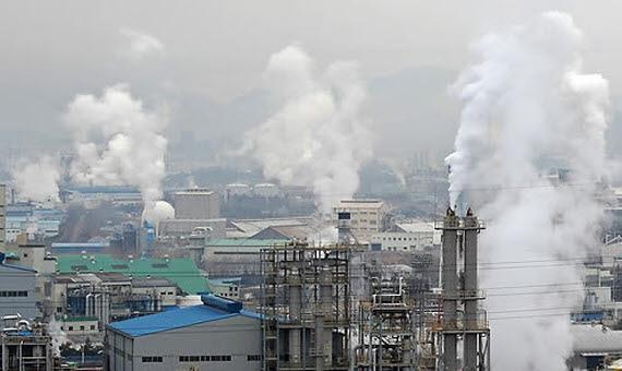 ▲공장 굴뚝에서 나오는 이산화탄소 등 매연. (연합뉴스)