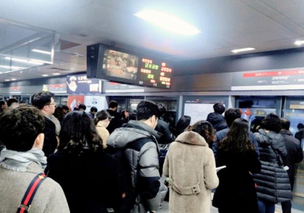 ▲4일 만났던 이용객들은 출퇴근길 '지옥철'로 악명 높은 9호선이 3단계 구간 개통으로 더 심각한 혼잡이 이어질 것 같다고 입을 모았다. (나경연 기자 contest@)