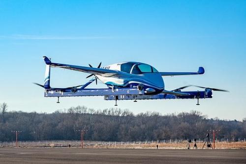 ▲보잉의 자율비행택시 시제품 'PAV'가 22일(현지시간) 미국 워싱턴D.C. 외곽에서 시험 비행을 하고 있다. 출처 보잉