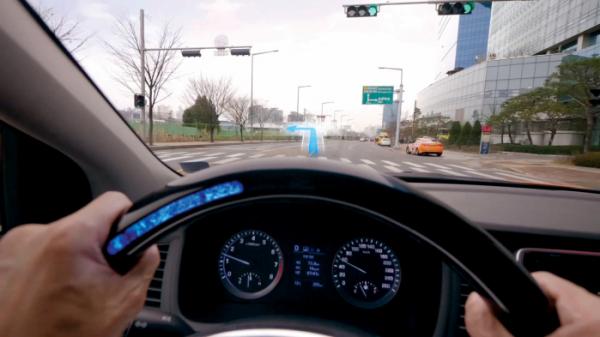 ▲현대자동차그룹은 청각장애인 운전자들이 안전하게 운전할 수 있도록 신기술을 적용한 프로젝트 자동차인 '조용한 택시'를 완성하고 이를 활용해 제작한 영상을 7일 공개했다.(사진제공=현대차그룹)