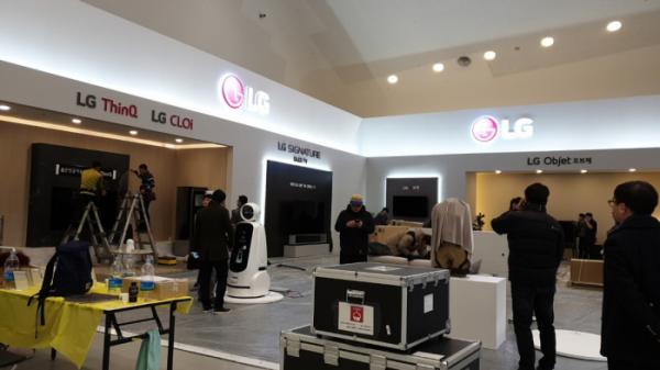 ▲'CES 2019'에 참여한 국내 기업의 핵심 제품과 혁신 기술을 공유하는 '한국 전자IT산업 융합 전시회'가 29일부터 31일까지 동대문디자인플라자(DDP)에서 열린다. 사진은 전시장내 LG전자 부스 전경. 권태성 기자 tskwon@