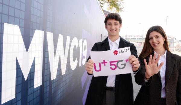 ▲MWC 2019에 참가한 LG유플러스 임직원들이 U+5G를 알리는 모습. (사진제공= LG유플러스)