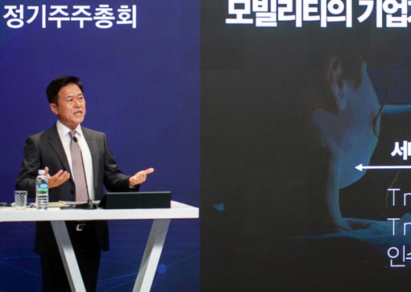 ▲박정호 SK텔레콤 사장이 올해 사업전망에 대해 설명하고 있다. (SK텔레콤)