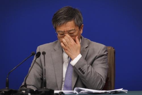 ▲중국 중앙은행인 인민은행의 이강 총재가 3월 10일 전국인민대표회의에 참석했다./AP연합뉴스