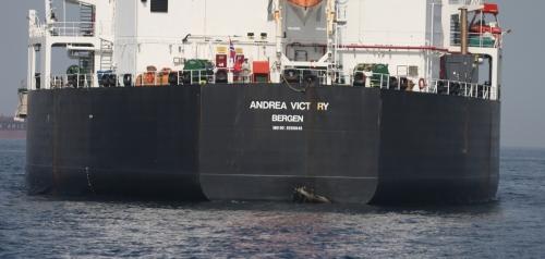 ▲호르무즈해협 인근 아랍에미리트(UAE) 푸자이라항에서 13일(현지시간) 전날 사보타주 공격을 받은 상선 중 한 척이 정박해 있다. 사보타주에 이어 이란의 지원을 받는 예멘 후티 반군이 14일 사우디아라비아 석유 펌프장 2곳을 드론 공격하면서 중동 긴장이 더욱 고조되고 있다. 푸자이라/EPA연합뉴스