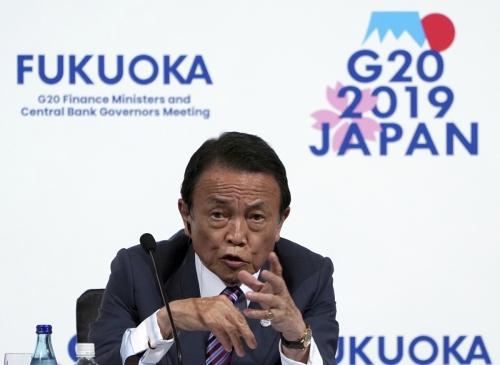 ▲아소 다로 일본 부총리 겸 재무상이 9일(현지시간) 후쿠오카에서 주요 20개국(G20) 재무장관·중앙은행 총재 회의 기자회견에 참석하고 있다. 후쿠오카/AP뉴시스