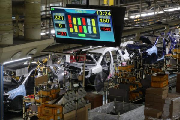 ▲르노삼성자동차 부산공장 의장라인 모습. 노조 집행부의 전면파업 선언에도 70% 가까운 근로자들이 회사에 정상 출근하고 있다. (연합뉴스)
