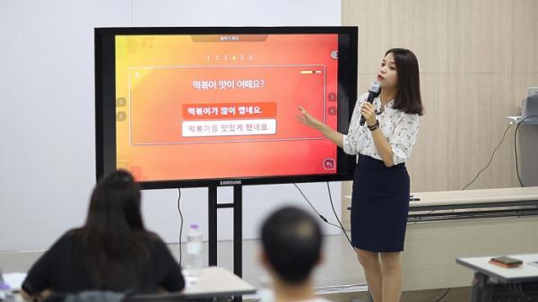 ▲비상교육이 베트남에서 스마트 한국어 학습을 진행하고 있다.(사진제공=비상교육)