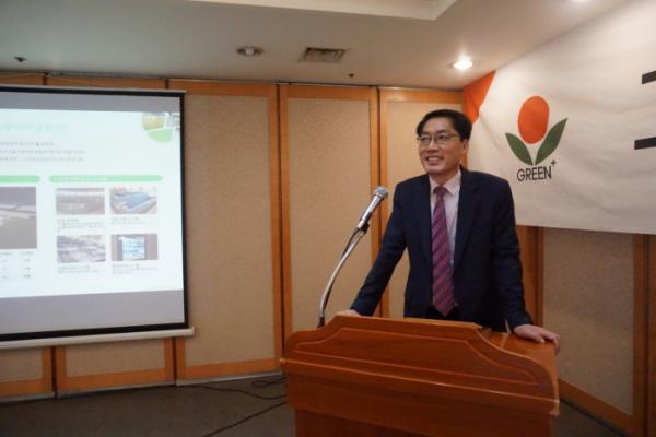 ▲박영환 그린플러스 대표이사가 19일 서울 영등포구 여의도에서 열린 IPO 기자간담회에서 인사하고 있다. (사진제공=그린플러스)